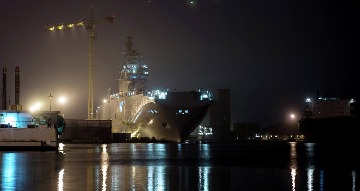 The Sevastopol amphibious assault ship of the Mistral class at the STX Europe shipyard in Saint-Nazaire