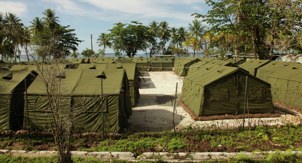 The Amnesty International pressure group demanded on Monday that Australian and Papua New Guinean authorities respect the right of refugees held on the Manus Island to protest their living conditions.