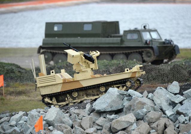 Боевой робот, вооруженный пулеметом Корд