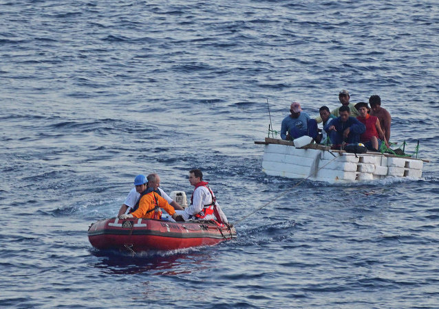 Italian rescuers boarded a merchant ship, with as many as 450 migrants, lost in rough waters off the coast southeast of Italy, the BBC reports.