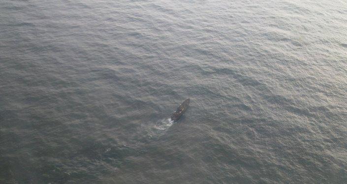 Поиск экипажа траулера Вест в Охотском море