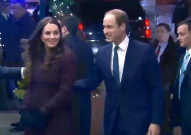 New Yorkers Greet Prince William, Duchess of Cambridge Arriving in US
