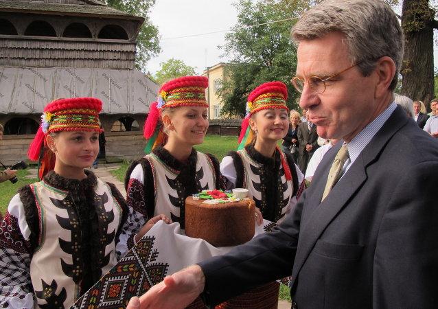 U.S. Ambassador Geoffrey Pyatt Presents Cultural Preservation Grant During His First Regional Trip to Lviv Oblast