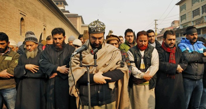 Mirwaiz Umar Farooq, center, offers special prayers for victims killed in a Taliban attack in Peshawar
