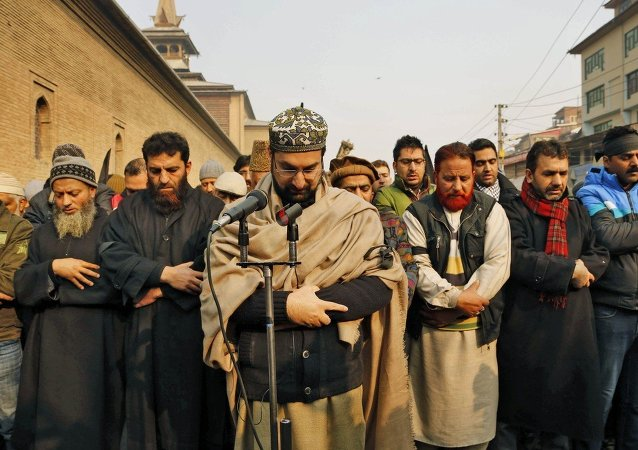Mirwaiz Umar Farooq, center, offers special prayers for victims killed in a Taliban attack in Peshawar