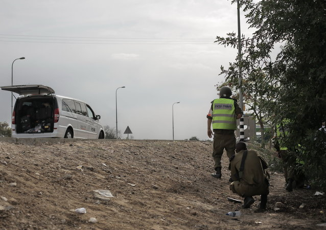 Израильские солдаты у дороги в Сектор Газа