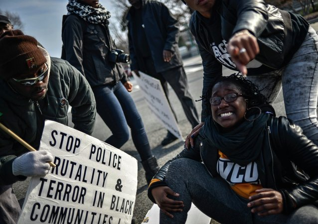 Demonstrators argue with US Capitol police as they march to join a protest against police violence organized by the National Action Network in Washington December 13, 2014.