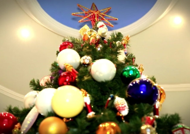 Russian Christmas Traditional Decorations : Christmas tree sputnik international