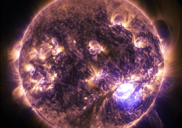 Flash on the Sun. December 19, 2014