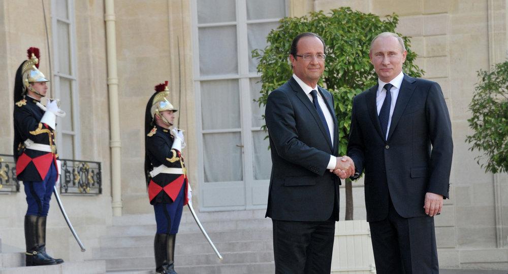 Russian President Vladimir Putin meets Francois Hollande