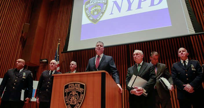New York City Mayor Bill de Blasio (C) speaks while New York Police Commissioner Bill Bratton listens with other officers during a news conference in New York January 5, 2015.