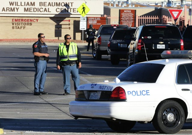 El Paso police block off an entrance to the Beaumont Army Medical Center as other officers search for a gunman during a shooting incident in El Paso, Texas January 6, 2015