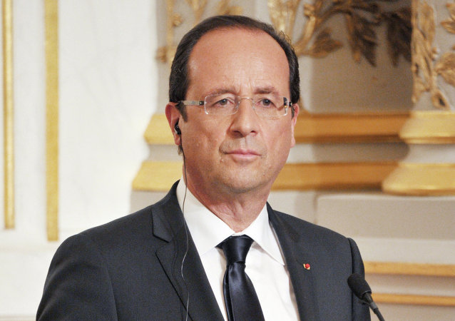 A global agreement to end violence in Ukraine is the key goal of French President Francois Hollande and German Chancellor Angela Merkel's visit to Moscow for talks with Russian President Vladimir Putin, the French president said Friday.