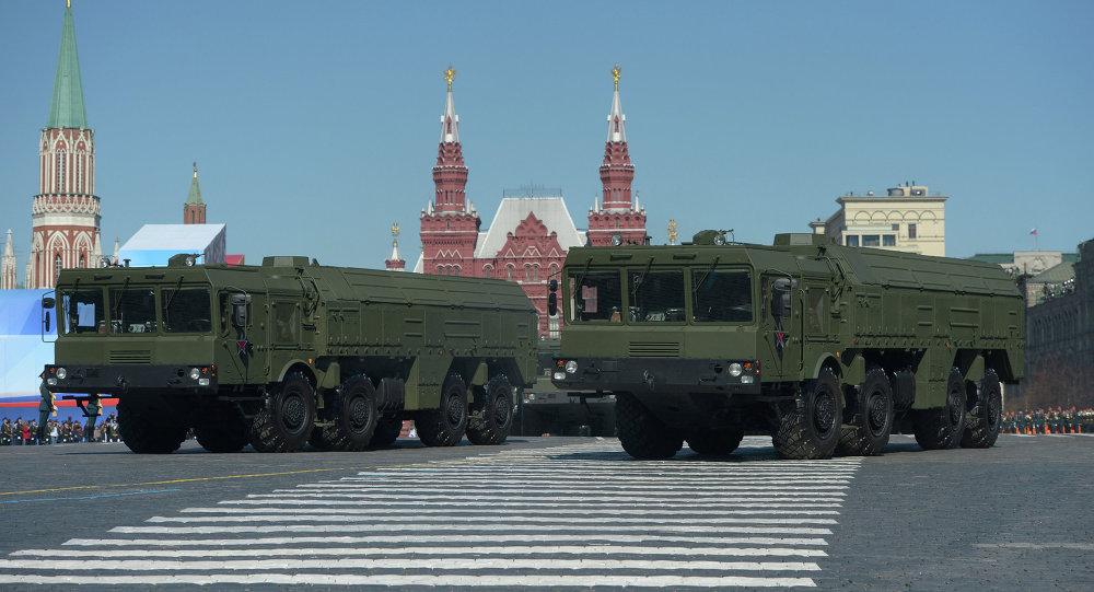 Оперативно-тактический ракетный комплекс ПУ Искандер-М проходит по Красной площади во время генеральной репетиции парада Победы