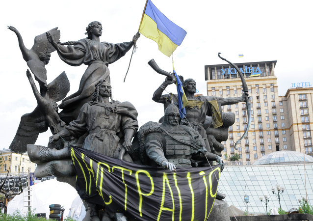 Monument with banner in support of lustration bill