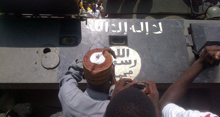 Maiduguri residents gather on September 16, 2014 around an armored personnel carrier (APC) recovered by the army from Boko Haram insurgents in Konduga