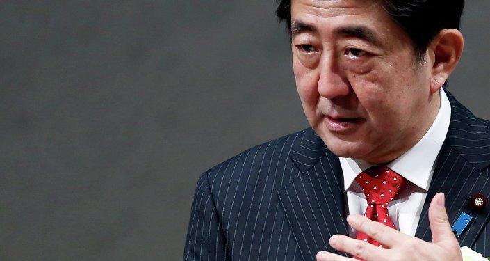 Japan's Prime Minister Shinzo Abe speaks during a year end meeting at Japan Business Federation (Keidanren) in Tokyo December 25, 2014