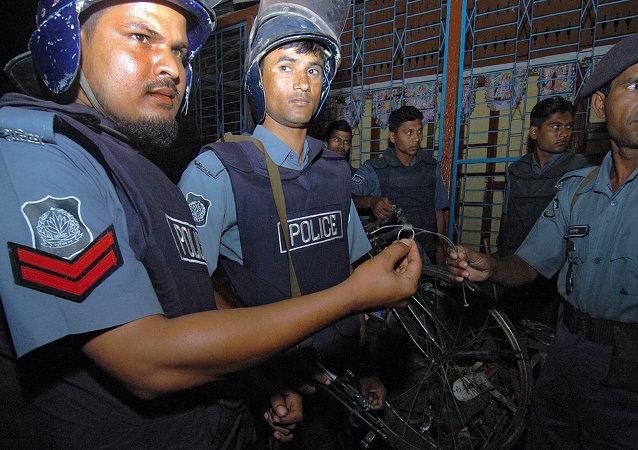 Bangladeshi policemen
