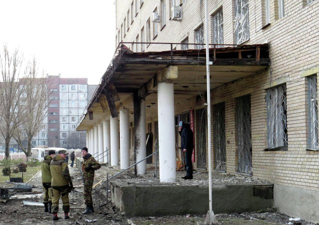 Members of the armed forces of the separatist self-proclaimed Donetsk People's Republic gather outside a hospital, which according to locals was damaged by shelling, in Donetsk February 4, 2015.