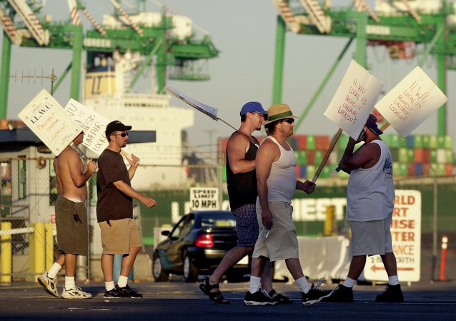 Dockworkers on Strike in California