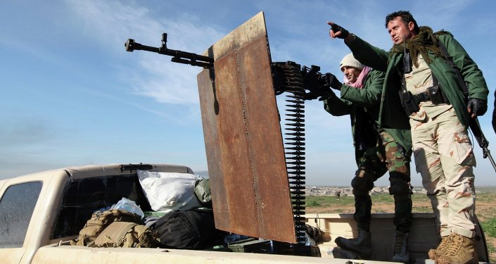 Kurdish Peshmerga fighters keep watch during the battle with Islamic State militants on the outskirts of Mosul January 21, 2015