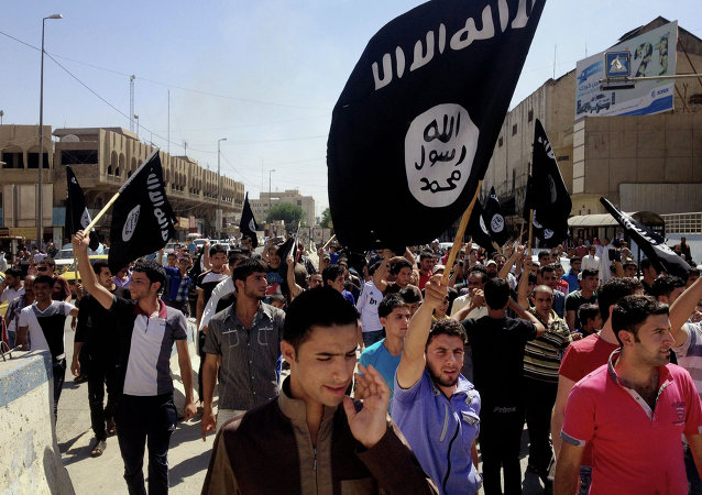 Pro-ISIL demonstrators in Mosul.
