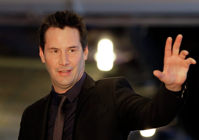 Keanu Reeves gave up his sit to a woman on the subway