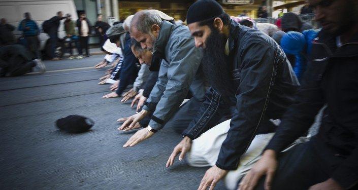 Oslo, Norway: Muslim men pray