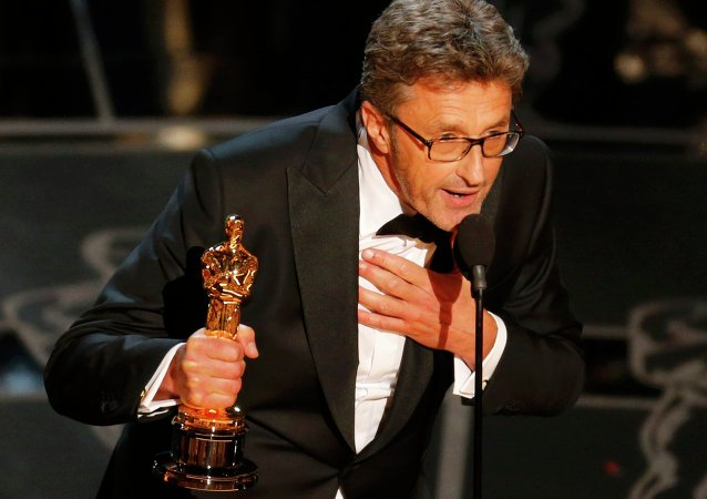 Director Pawel Pawlikowski holds his Oscar for best foreign language film at the 87th Academy Awards in Hollywood, California February 22, 2015.