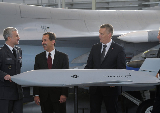 Polish and US officials with a model of the JASSM air-to-surface missile system, purchased by Poland in December, 2014.
