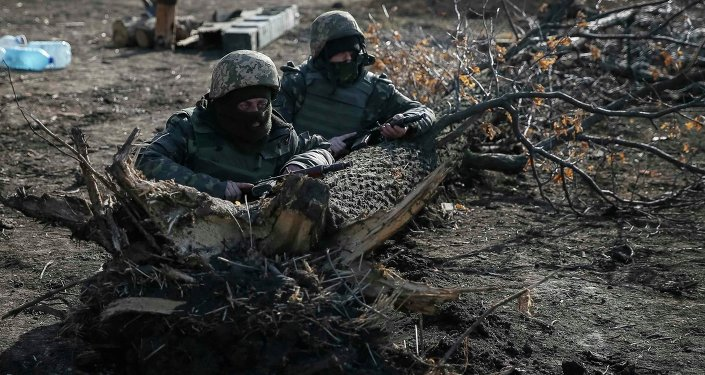 Members of the Ukrainian armed forces take their positions near Kurakhovo, not far from Donetsk March 11, 2015