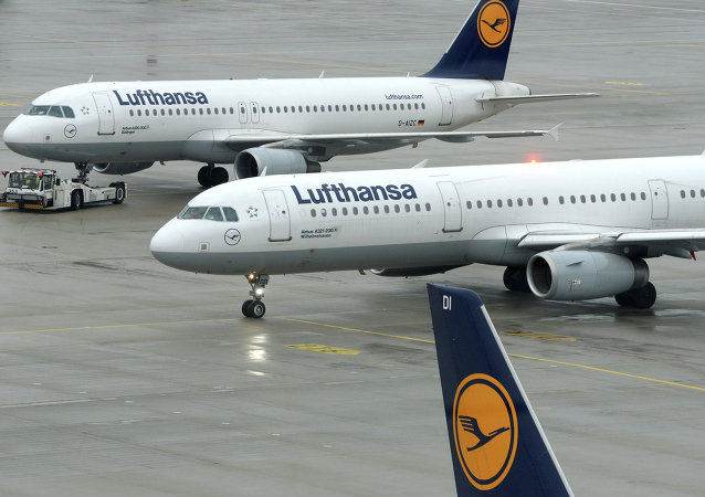 Aircrafts of German airline Lufthansa stand at the tarmac of the Franz-Josef-Strauss-Airport in Munich, southern Germany, on December 1, 2014, during a strike of pilots