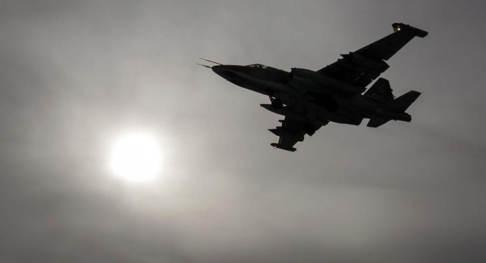 Самолет Су-25 в полете