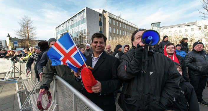 Thousands of protesters gather in front of teh Parliament in the Icelandic capital Reykjavik on February 24, 2014 to demand a referendum amid a government bid to pull out of EU accession talks without a popular vote