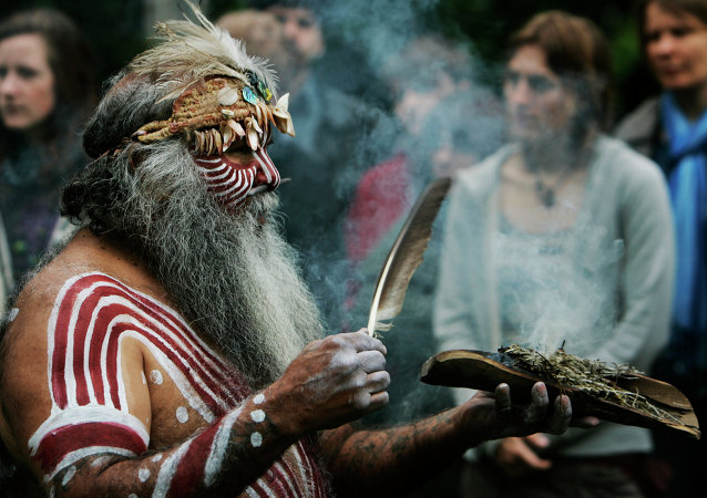 Aboriginal Ngarrindjeri elder Major Sumner from south Australia, in traditional costume, performs a ritual during a ceremony to mark the return of Australian indigenous people's remains back to their homeland, in a central London park. (File)