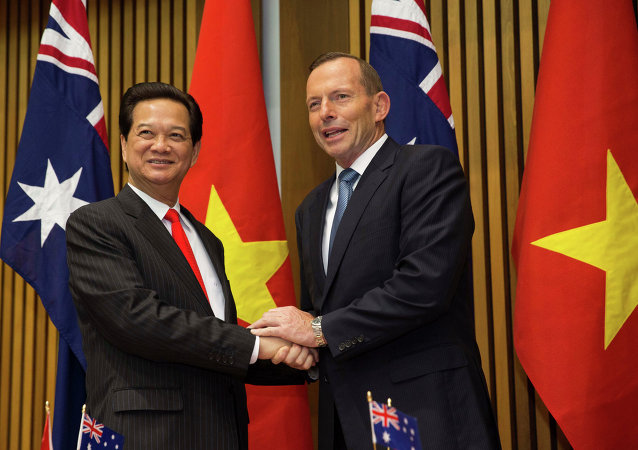Vietnamese Prime Minister Nguyen Tan Dung and Australian Prime Minister Tony Abbott shake hands before witnessing the signing of a friendship agreement between their countries at Parliament House in Canberra, Australia Wednesday, March 18, 2015.