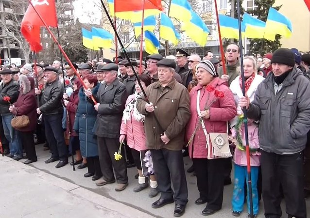 A rally in the southern Ukrainian city of Nikolaev commemorating the 71st anniversary of the freeing of the city from Nazi occupation became heated after a speech by a soldier in the Ukrainian armed forces prompted an angry outcry from residents.