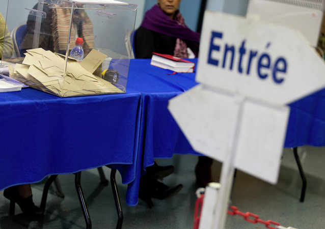 A picture taken on March 29, 2015 in Corbeil-Essonnes, southern Paris, shows a ballot box at a polling station during the second round of the French departementales local elections
