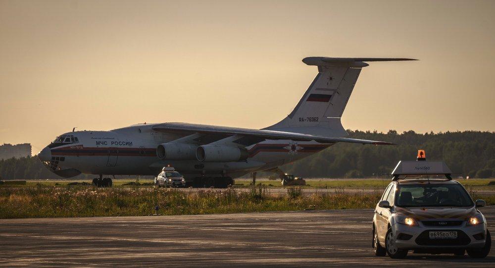 An EMERCOM Il-76 airplane