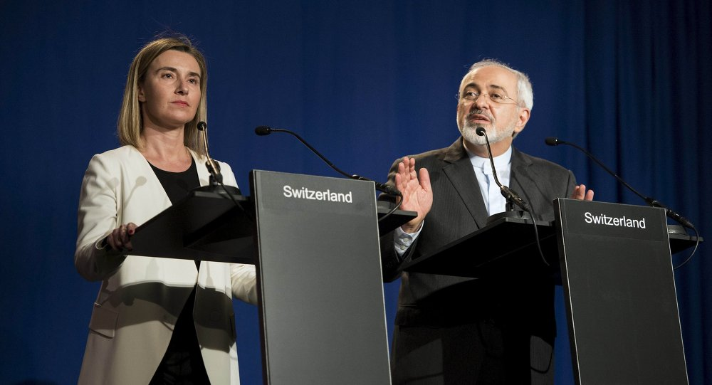Iranian Foreign Minister Javad Zarif (R) delivers a statement, flanked by European Union High Representative for Foreign Affairs and Security Policy Federica Mogherini, at the Swiss Federal Institute of Technology in Lausanne on April 2, 2015