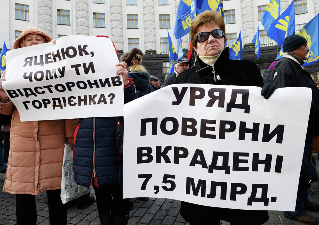 Svoboda pickets Ukrainian Government building