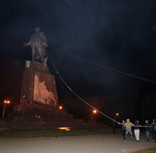 Monument to Lenin toppled in Kharkov