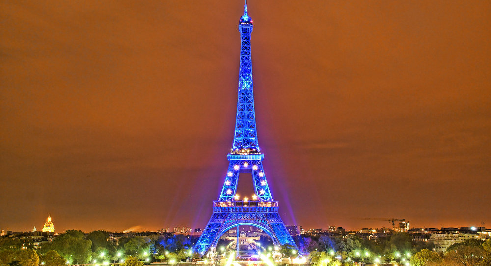 Eiffel Tower takes on the color and the stars of the EU flag