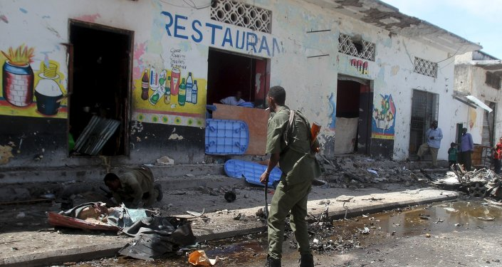 Soldiers inspect the scene of a suicide bomb attack targeting a lunch time crowd at a restaurant in Somalia's capital Mogadishu April 21, 2015