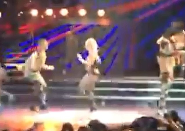 Oops She Did it Again: Britney Takes a Tumble on Stage