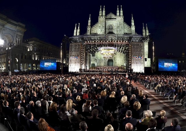 Italian tenor Andrea Bocelli performs in front of the Duomo with a concert to inaugurate the Expo 2015 in Milan, Italy, April 30, 2015
