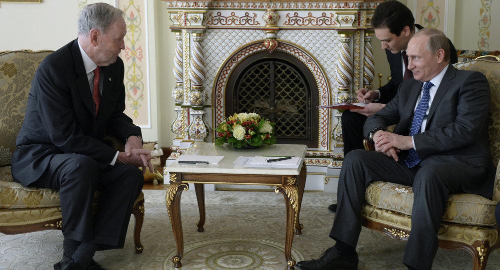 President Vladimir Putin meets with former Canadian Premier Jean Cretien