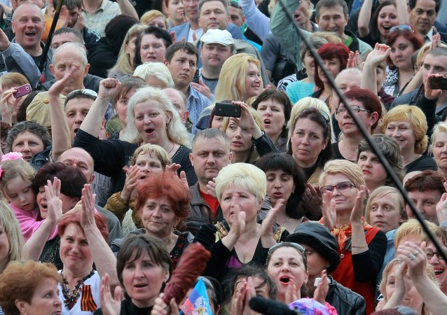 Concert and rally devoted to referendum on status of Lugansk Republic