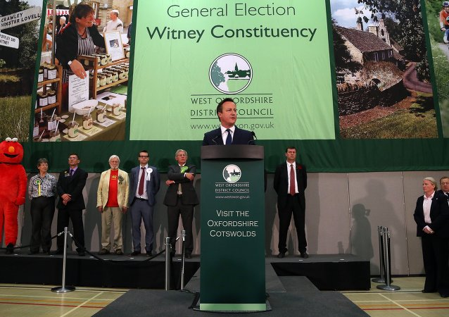 British Prime Minister and Conservative Party Leader David Cameron makes a speech after winning the Witney constituency at the Windrush Leisure Centre, in central England, on May 8, 2015
