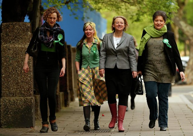 Natalie Bennett (2nd R), the leader of the Green Party arrives with supporters to vote at a polling station in London, Britain, May 7, 2015